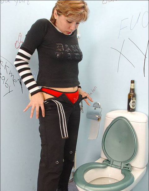 Drunk girl's very first gloryhole experience on gloryholeinitiations blog